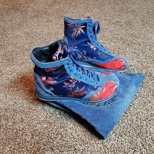 🌏 Fun Tennis Shoes!